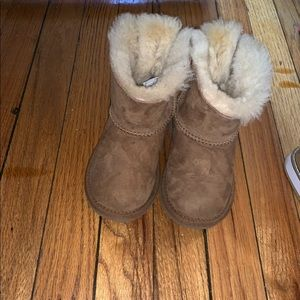 Uggs size 8. One bow